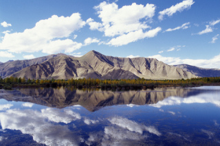 Clear mountain view, lake reflection